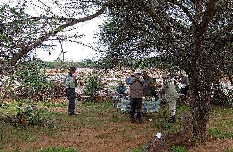 We cross the Dawa River, a superb place for a field breakfast cooked by our ground crew, and for birds….