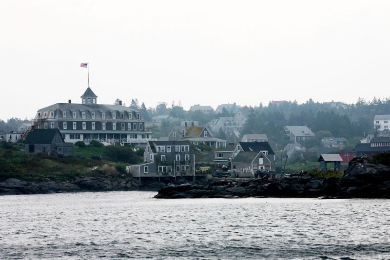 …and enter Monhegan Harbor.